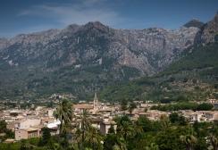 village-viewed-from-the-ferrocarril-narrow-guage-railway-de-socc81ller-socc81ller-mallorca-spain